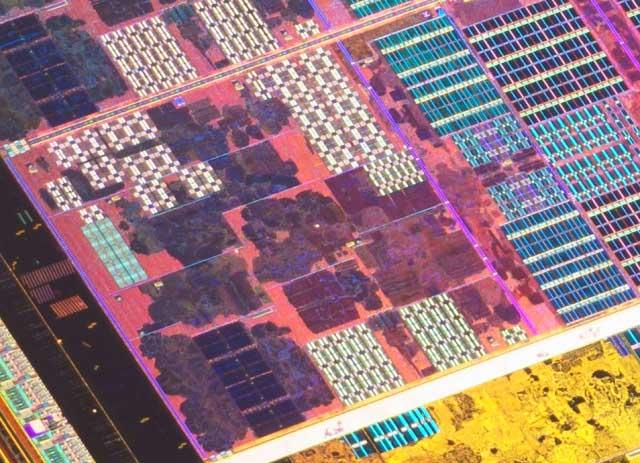 Un core AMD Zen con su L2 privada de 512 KB y 8 vías.
